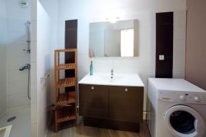 séjour-résidence-albatros-palavas-salle-bain-T2